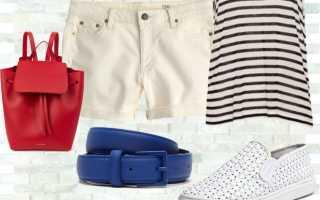 Какие модные джинсовые шорты в году. Нестандартное решение с ультракороткими шортами. Образ с джинсовыми шортами в полоску.