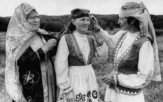 Коренное население относится к финно угорской группе. Народы финно-угорской языковой группы